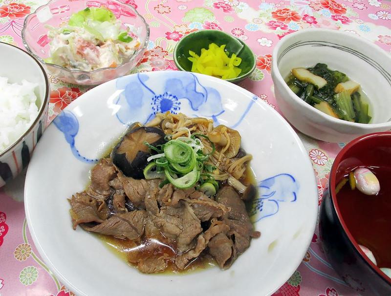 くみのき苑堺北 牛肉ときのこのすき煮